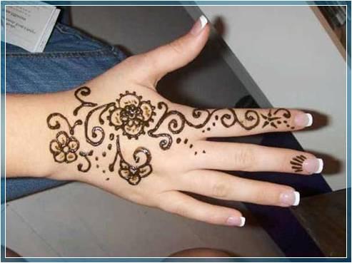 Gambar Henna Di Tangan Yang Sederhana Terbaru