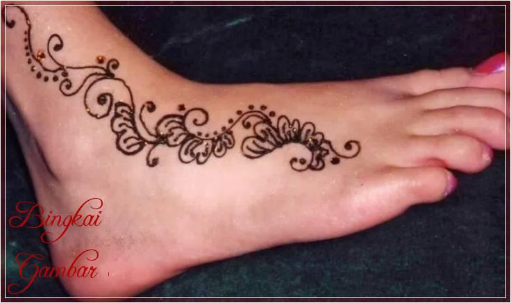 Gambar Henna Kaki Simple Terbaik