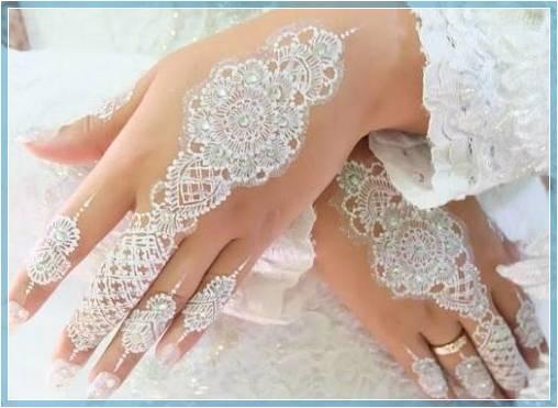 contoh henna tangan warna putih Terbaru