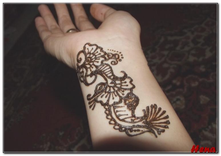 gambar henna di lengan tangan