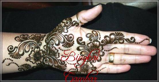 gambar henna di tangan orang india