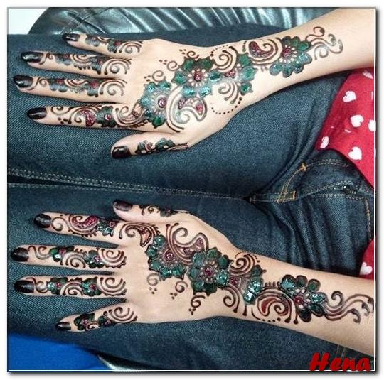 gambar henna tangan dua warna