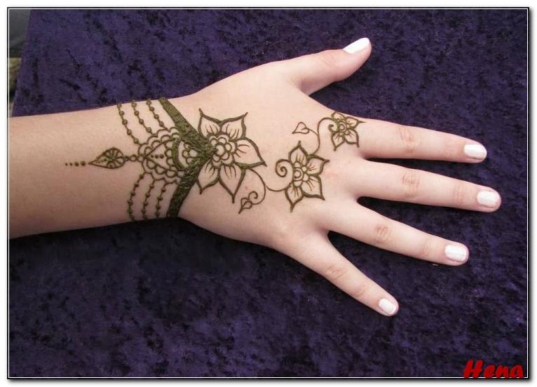 gambar hiasan tangan henna simple