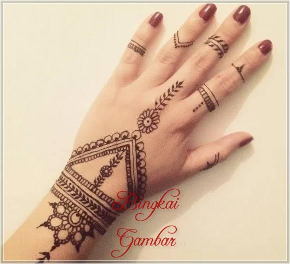 henna motif gelang dan cincin