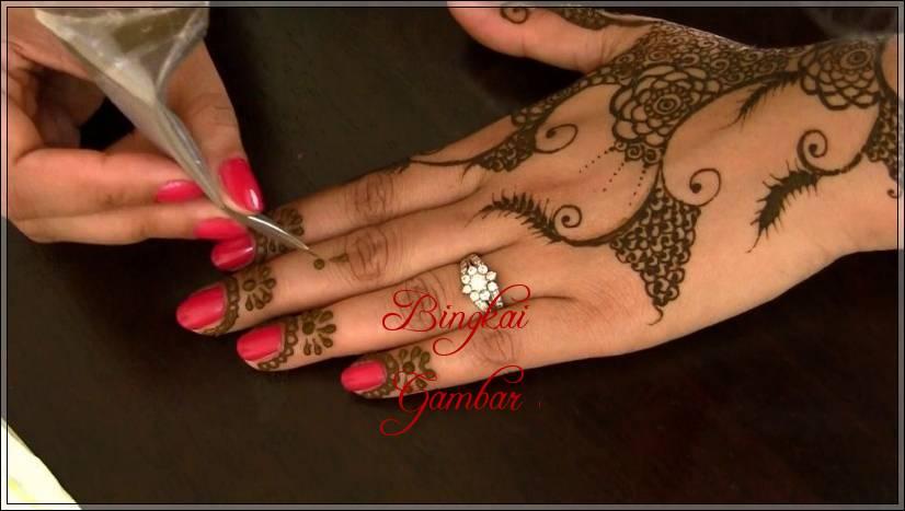 motif henna pengantin india