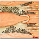 motif henna sederhana di lengan