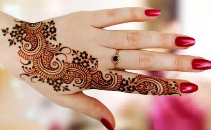 contoh motif henna di kuku