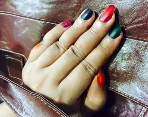 gambar menghias kuku dengan henna