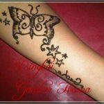 gambar henna kupu kupu di tangan