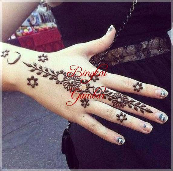 gambar henna motif bunga simple