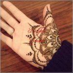 gambar henna tangan bunga simple