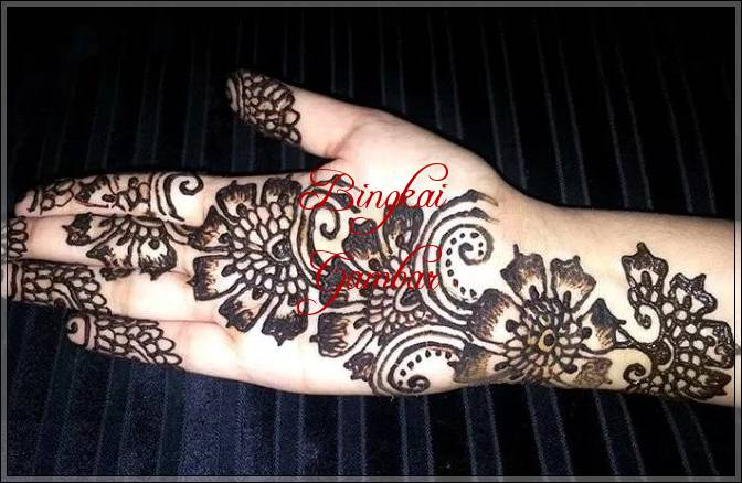 henna tangan bunga simple